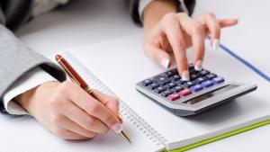 Qual a importância da organização financeira no início do ano?